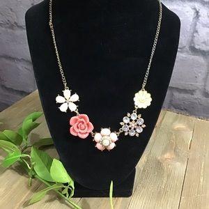 🍭SALE! 3/$10 Floral statement rhinestone necklace
